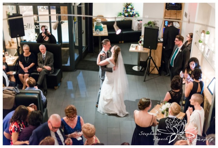 Ottawa-Fall-Wedding-Stephanie-Beach-Photography-reception-first-dance-groom-bride