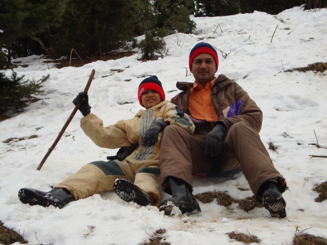 trip to manali -snow fighting with family