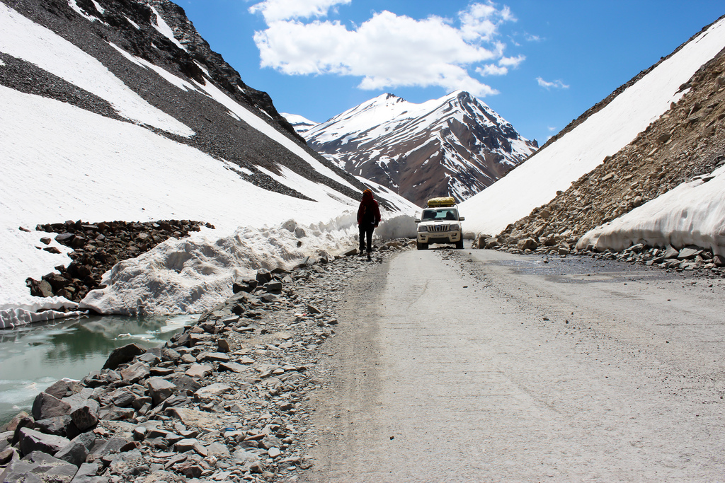 manali leh highway scenic drive route Images