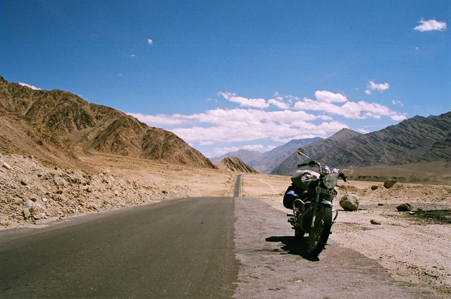 manali-leh-highway-scenic-drive-route-Images