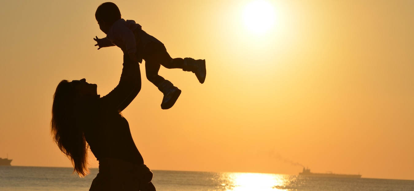 top things to carry while travelling with infant