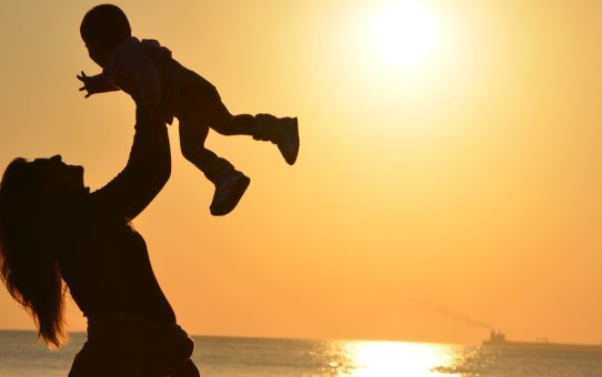 Top things to pack in your carry-on while travelling with an infant