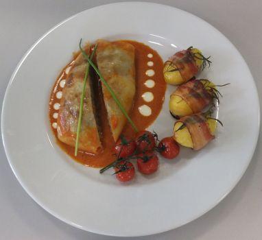 Kohlroulade mit Tomatensauce und Rosmarinakartoffeln