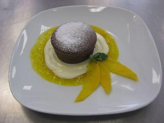 Schokoladenauflauf mit Mango