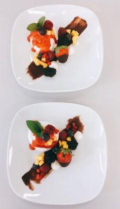 Mini-Pavlova mit frischen Früchten
