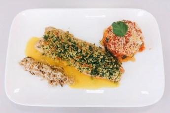 Forellenfilet mit Kräuterkruste mit Zucchini-Tomaten-Gratin