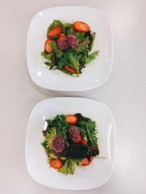 Blattsalate mit Erdbeeren-Vinaigrette