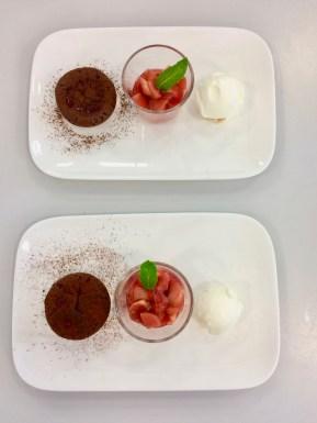 Schokoladenauflauf mit Sauerrahmeis