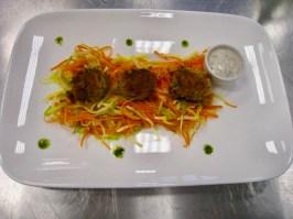 Falafel mit Kräuterdip