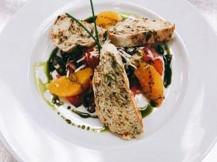 Salat mit Roter Bete und Maronibrot