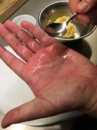nassen Handfläche