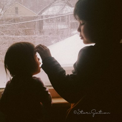 kids-at-the-window-storigation