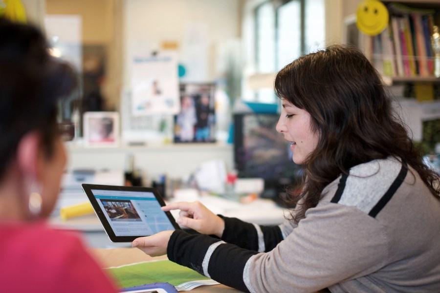 Teacher on iPad2