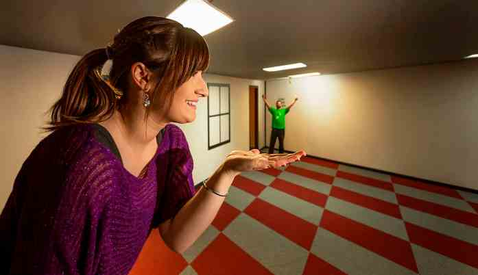 Wanaka Puzzling World - Ames Room - Stray NZ