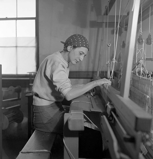 Stuart Bush Studio Blog, Anni Albers weaving in her studio