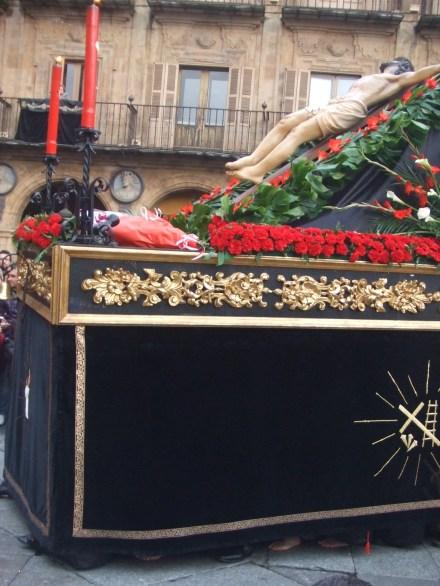 Feet under Semena Santa float