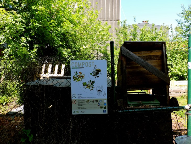 Composting is also highly encouraged in Brussels, with bins available at local gardens and various collection centers.