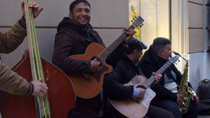 Here are a couple street artists I passed while wandering on my way to the Trevi Fountain.