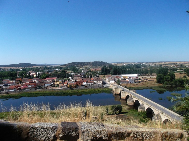Border with Portugal, Ciudad Rodrigo, Spain, Pineiros