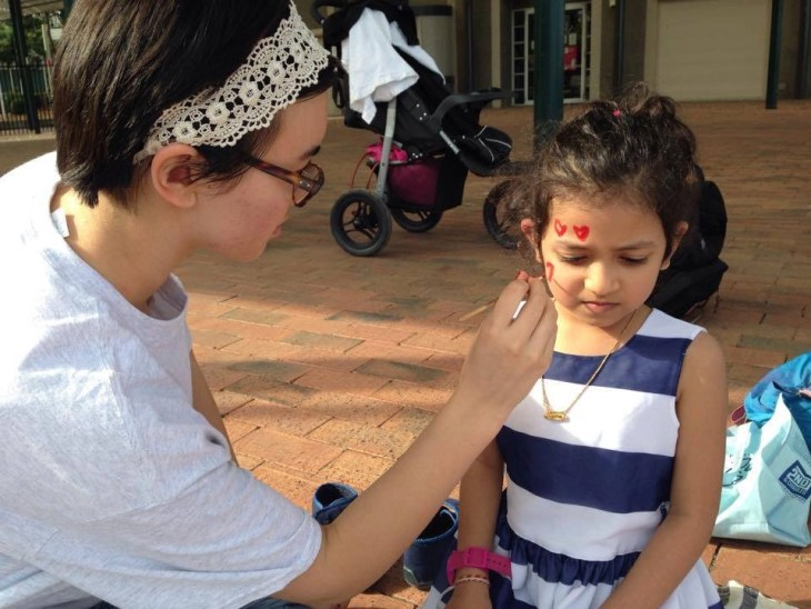 Here are some of the face painting and bracelet making activities the ISA students and refugees participated in.