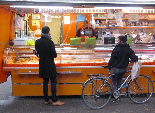 switzerland.geneva.fall2014.culture_customs_traditions.market.land_le_coq