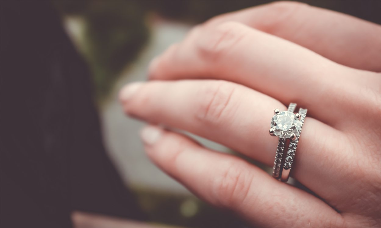 5 Unconventional Engagement Ring Ideas You\'ll Love! – Studio I Do ...