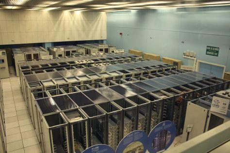 Le centre de données du CERN avec des serveurs du World Wide Web et des serveurs mail - Hugovanmeijeren, CC BY-SA 3.0
