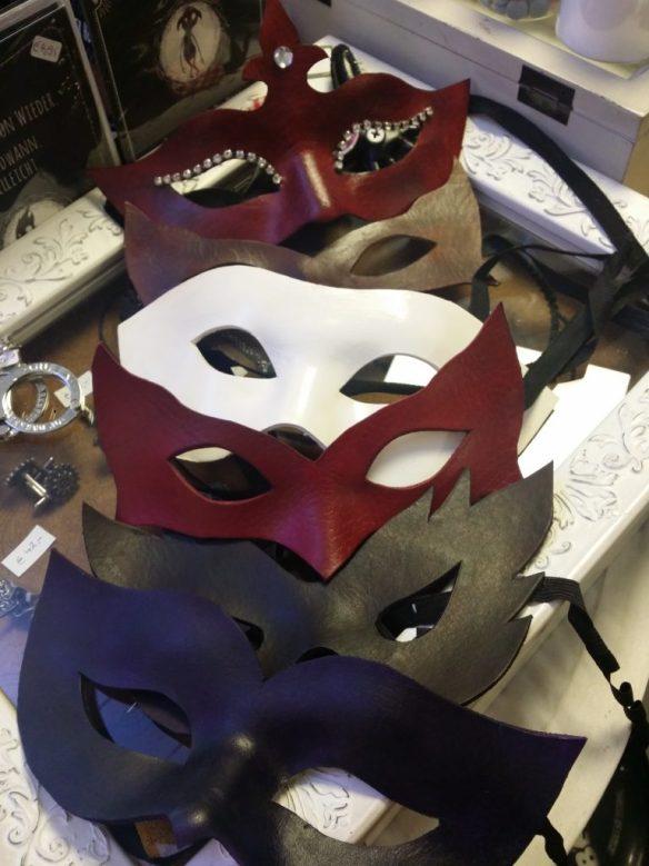 Neue Masken aus Leder