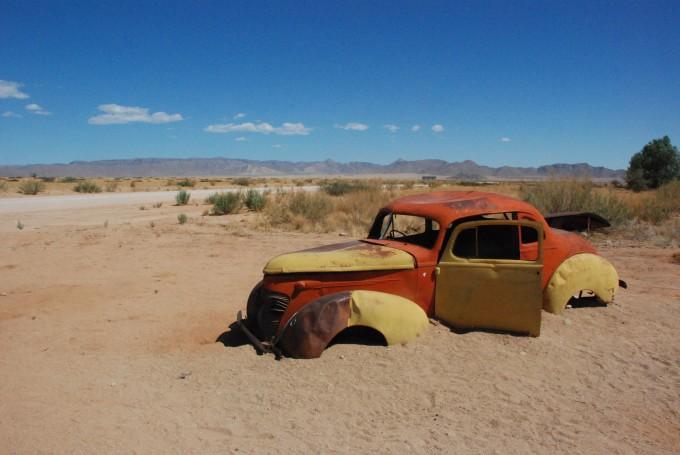 namibië auto in het zand