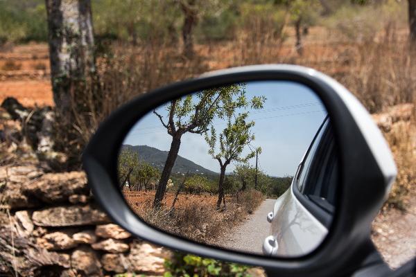 seat ibiza huurauto autospiegel