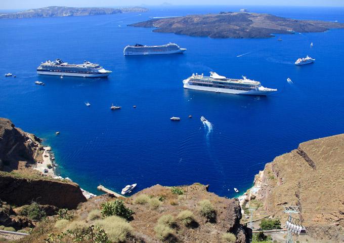 cruise schepen kust santorini