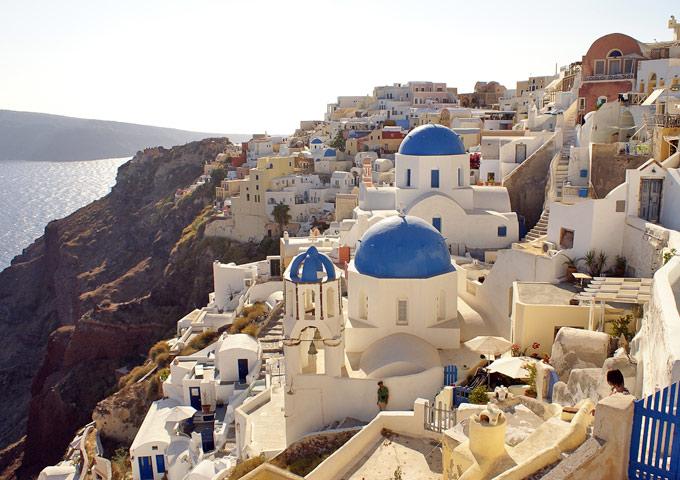 oia santorini huurauto witte huisjes zicht