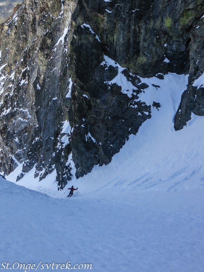 Everett laying them down mid couloir