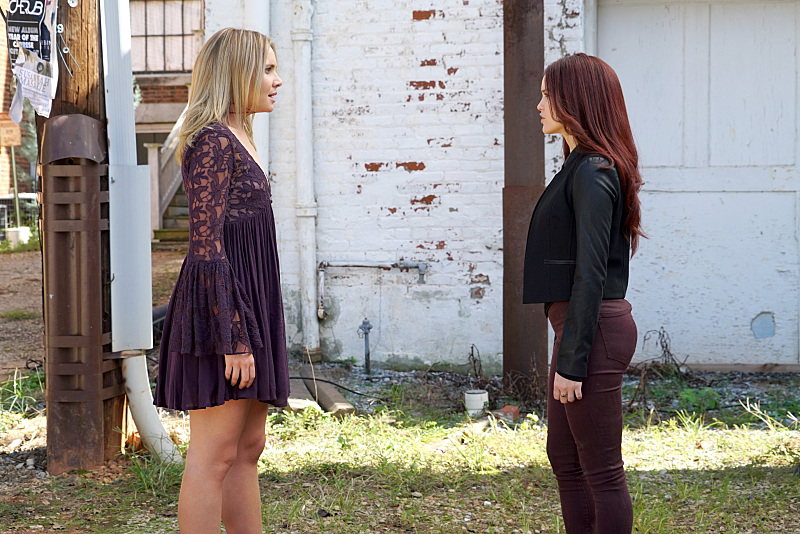 "The Originals -- ""The Other Girl in New Orleans"" -- Image Number: OG308b_0034.jpg -- Pictured (L-R): Leah Pipes as Cami and Rebecca Breeds as Aurora -- Photo: Annette Brown/The CW -- © 2015 The CW Network, LLC. All rights reserved."