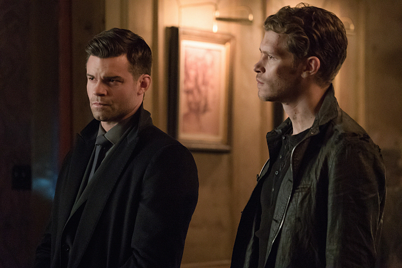 "The Originals -- ""Where Nothing Stays Buried"" -- Image Number: OG320a_0411.jpg -- Pictured (L-R): Daniel Gillies as Elijah and Joseph Morgan as Klaus -- Photo: Annette Brown/The CW -- © 2016 The CW Network, LLC. All rights reserved."