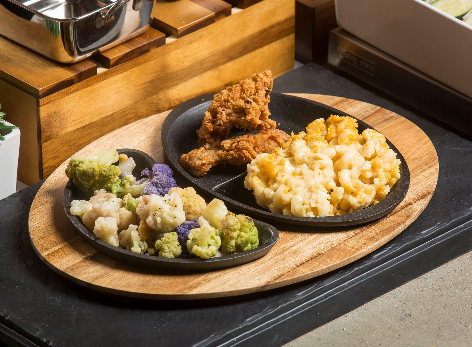 fajita platter with fried chicken and veggies