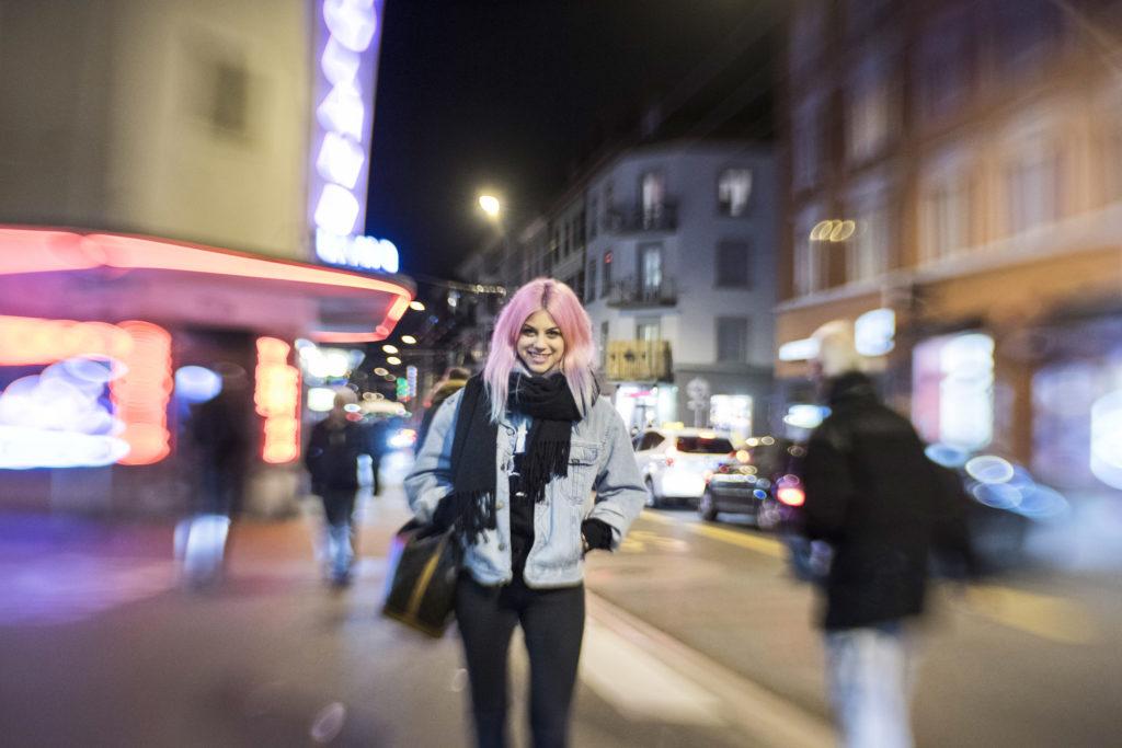 Fashionbloggerin Nives Arrigoni fotografiert an der Langstrasse in Zürich für den Montages-Fragebogen. (Tamedia AG/Thomas Egli, 29.1.2016)