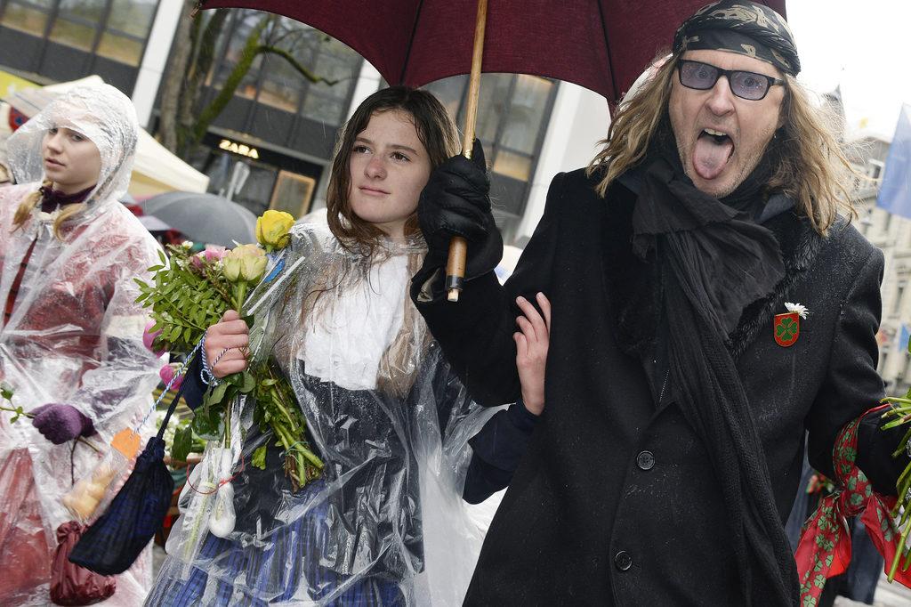 Rockmusiker Christ von Rohr lief als Gast am diesjährigen Sechseläuten mit. (Foto: Walter Bieri/Keystone) Zum Artikel