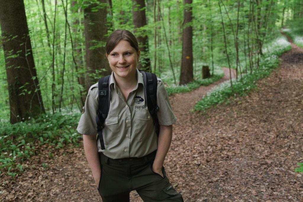 Der Sihlwald wird von Rangern geschützt. Sorgen bereiten der Rangerin Nicole Aebl die Biker. Sie haben illegale Trails erstellt, die streckenweise durch die Kernzone führen und bis zu fünf Meter breit sind. (Foto: Tom Kawara) Zum Artikel