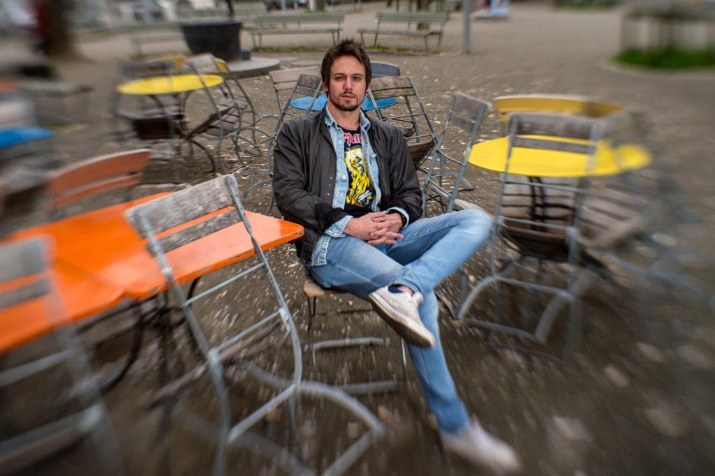 Der Zürcher Singer-Songwriter Tobey Lucas auf die Frage, wann er zum letzten Mal getanzt hat. (Foto: Reto Oeschger)