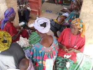 Mars 2013  assemblée de banque de coton avec les femmes de  Ksgo 5