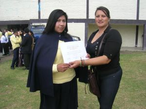 Veronica avec un étudiant en bourse