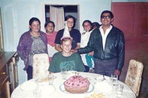 Vicente con su familia y Anna (en la camiseta verde)