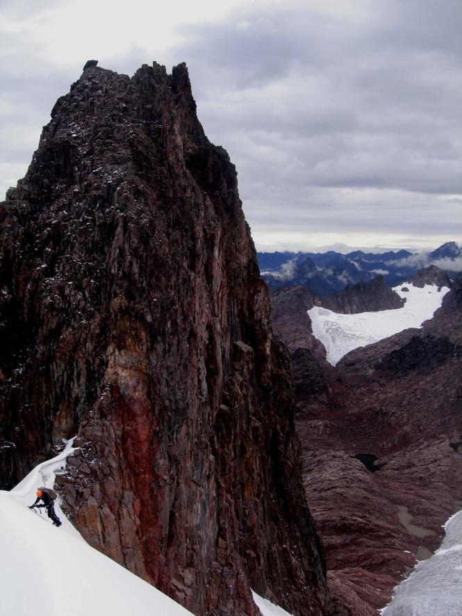 Escalando la cara Este del Nevado Pumahuanca