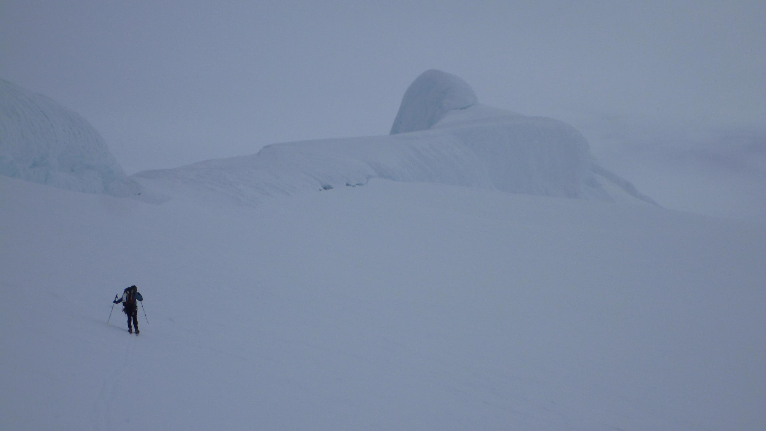 Aproximación hacia el Cerro ACGM. Foto: Dario Arancibia