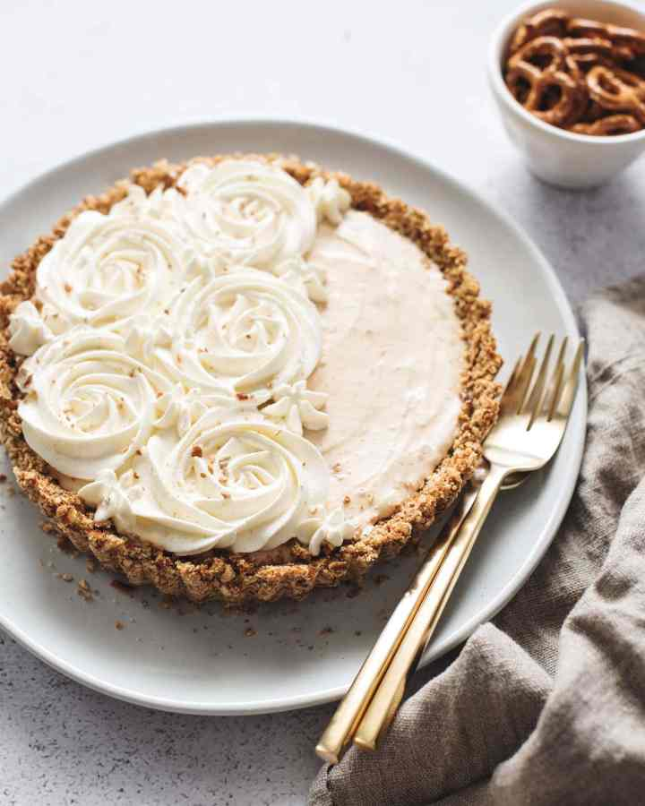 Peanut butter ice cream pie with whipped cream rosettes and brown linen