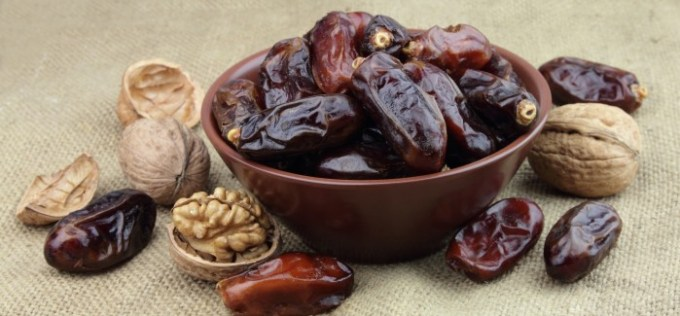 dates-and-nuts2-700x325