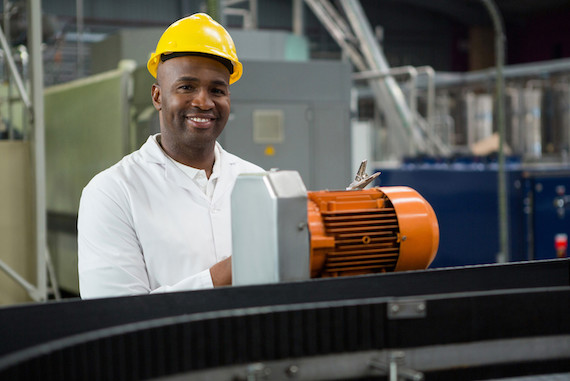 Image of a maintenance supervisor at a manufacturing plant