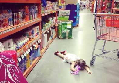 Crianças que se comportam mal em público