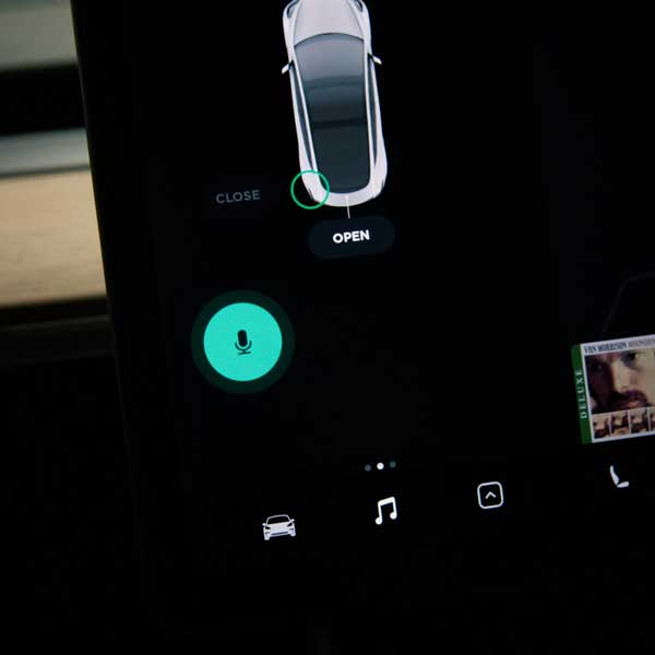 How to use the voice dictation in Tesla Model 3